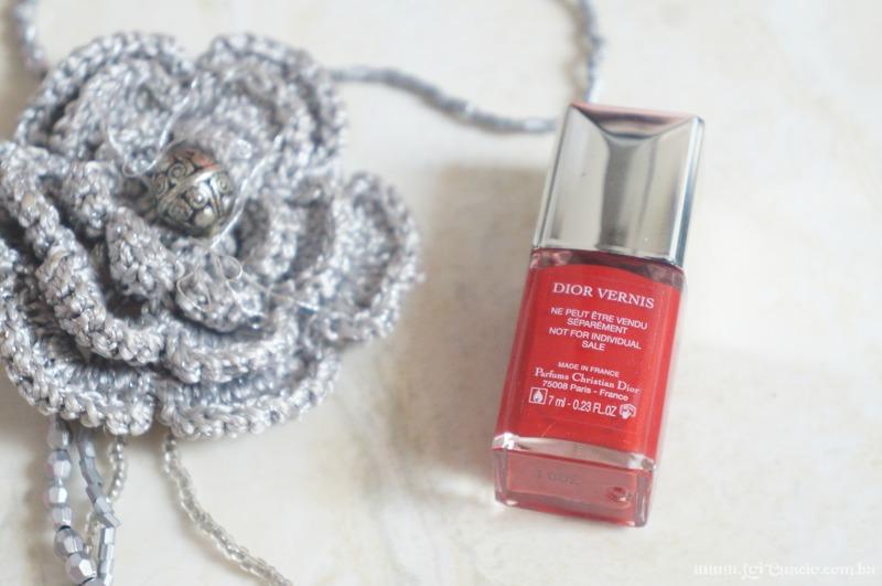 Unhas Esmalte Rouge Altesse 999 Dior e Pelicula Xadrez e Renda Rosa - Loi Curcio-3