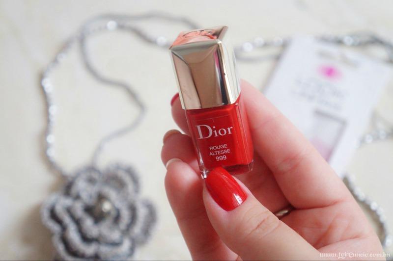 Unhas Esmalte Rouge Altesse 999 Dior e Pelicula Xadrez e Renda Rosa - Loi Curcio
